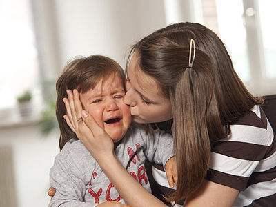 宝宝焦虑爱哭怎么办?给他安心感