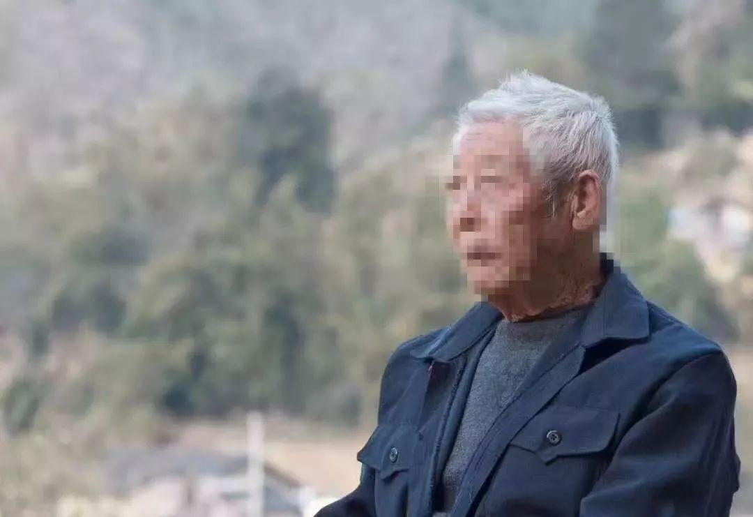 悲痛!昭平92岁走失的老人已找到,不幸的是他坐在一棵大树下长眠了!