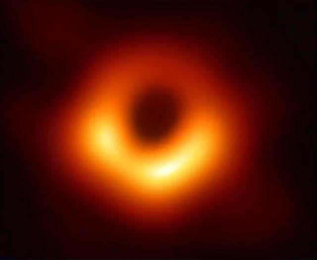 首张黑洞照片中的黑洞到底有多大?阴影部分就能并排放数万个太阳