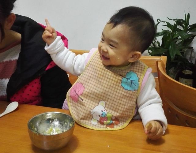 """别大意!孩子2岁前,别碰这4种食物,小心长大变成""""病秧子"""""""