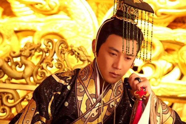 他是雄才大略的皇帝,遭皇后背叛含恨而终,死时年仅三十三岁