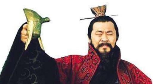 皇帝指着黄瓜问大臣:这是啥?大臣回答16个字,差点人头不保