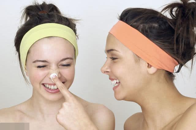 <b>护肤六步骤,用蓝沫尔洁面粉洗脸这步很重要,最后一步做好年轻10岁</b>