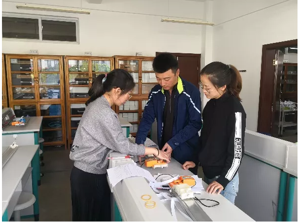云南衡水实验中学呈贡校区高一物理组教研地点改到实验室
