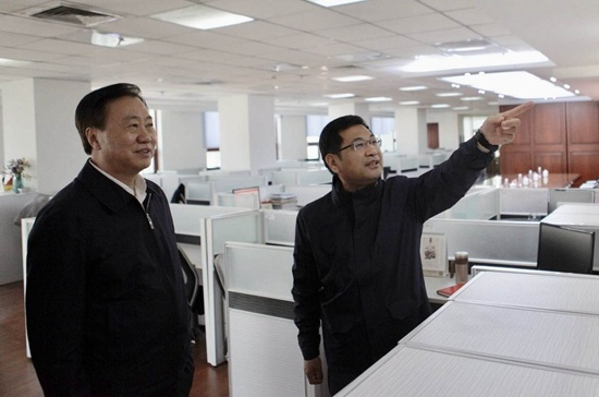 辽宁省政协主席夏德仁接受人民网访谈