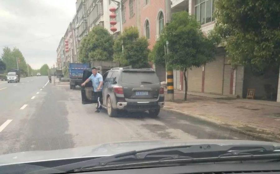 宜丰人一定要小心这个开丰田的男人!遇到直接报警!