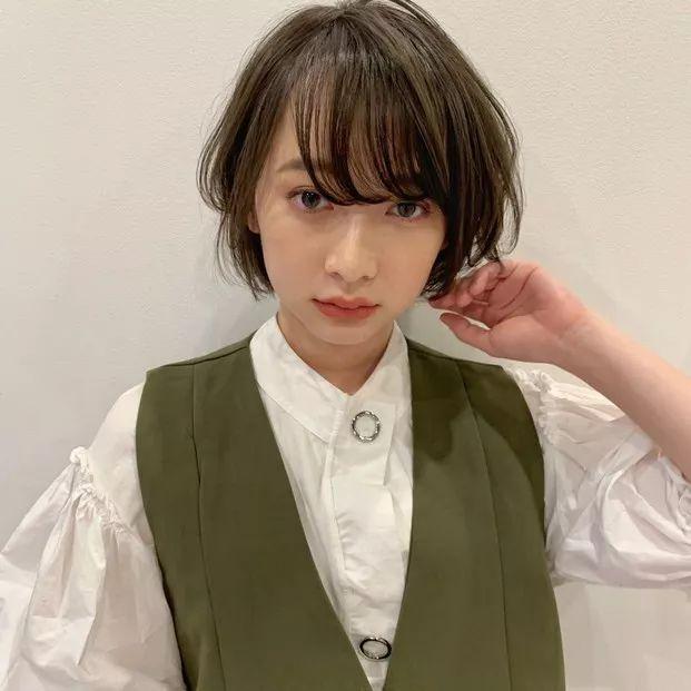 日系短发女层次感图片