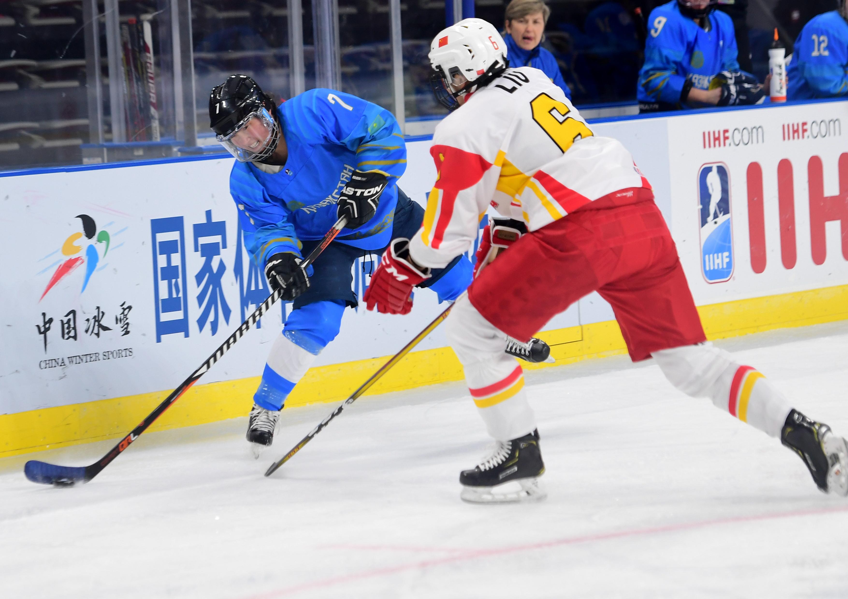 冰球——女子世锦赛甲级B组:中国不敌哈萨克斯坦