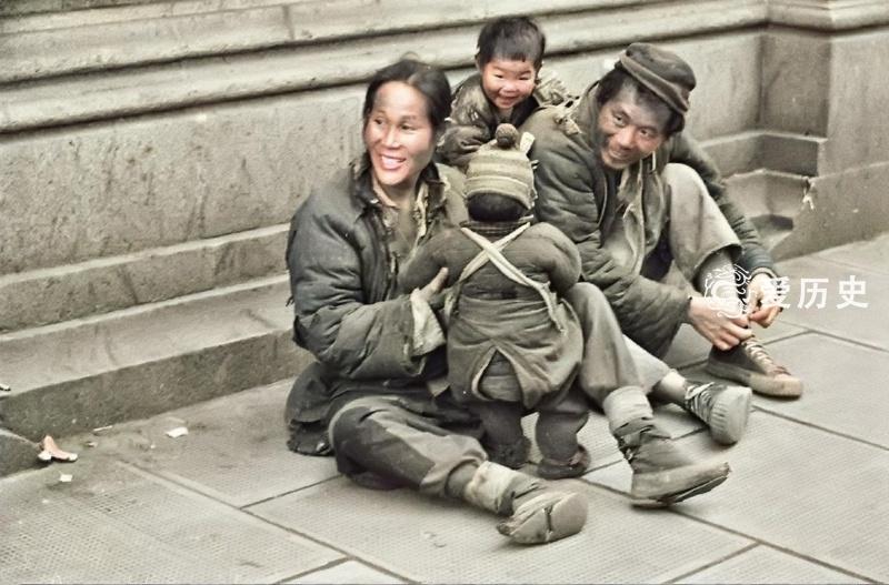 七十万民众涌入上海租界躲避战火 流落街头挣扎在死亡线上