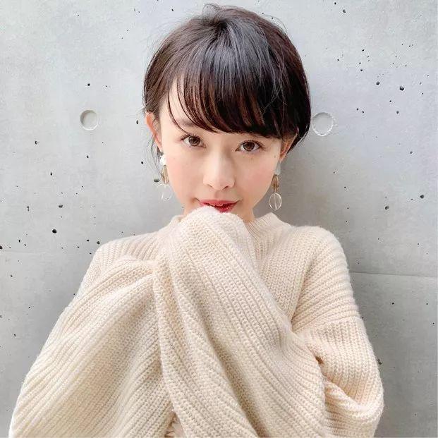 日系短发学生图片
