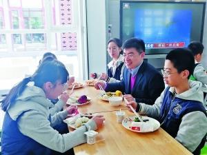 陪餐制早在开发区学校生根