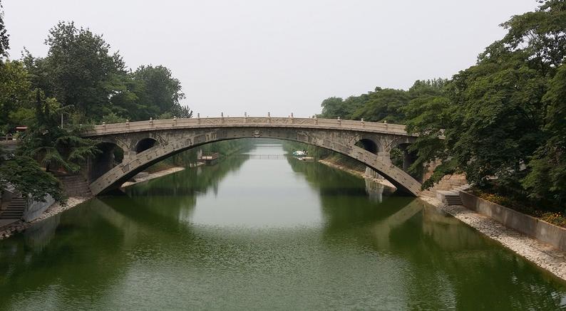 赵州桥是一座神桥,据说它根本没有屹立千年,而且经历了多次重修