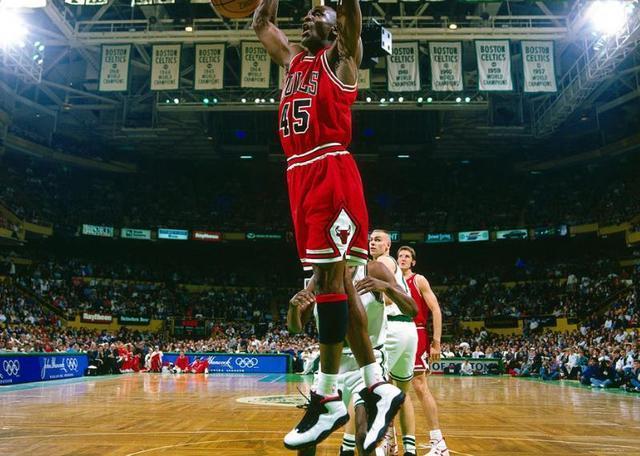 <b>乔丹+哈达威!这是NBA背景最大的球鞋,无庸置疑了</b>