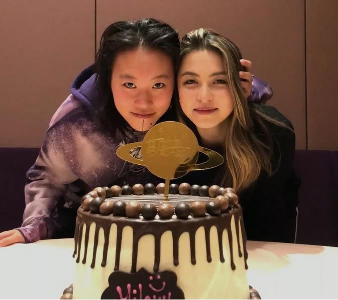 窦靖童为22岁的发小庆祝生日,连袁咏仪和张智霖都来捧场