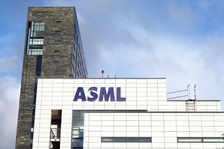 1.2亿美元一台的光刻机被中国员工窃密?ASML总裁都忍不住回应