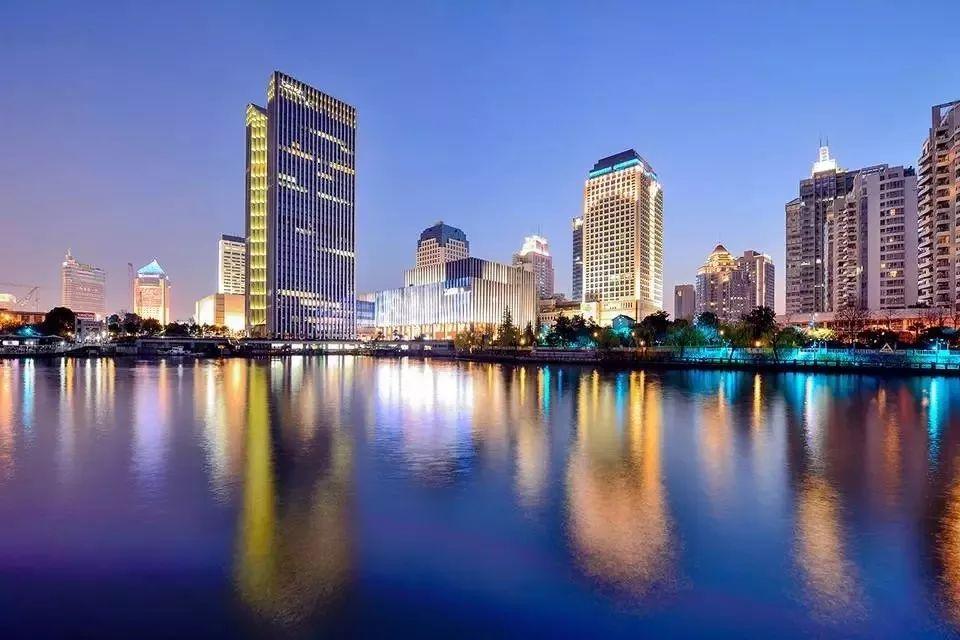骄傲 杭州再度跻身前十 最新中国城市竞争力排行榜发布