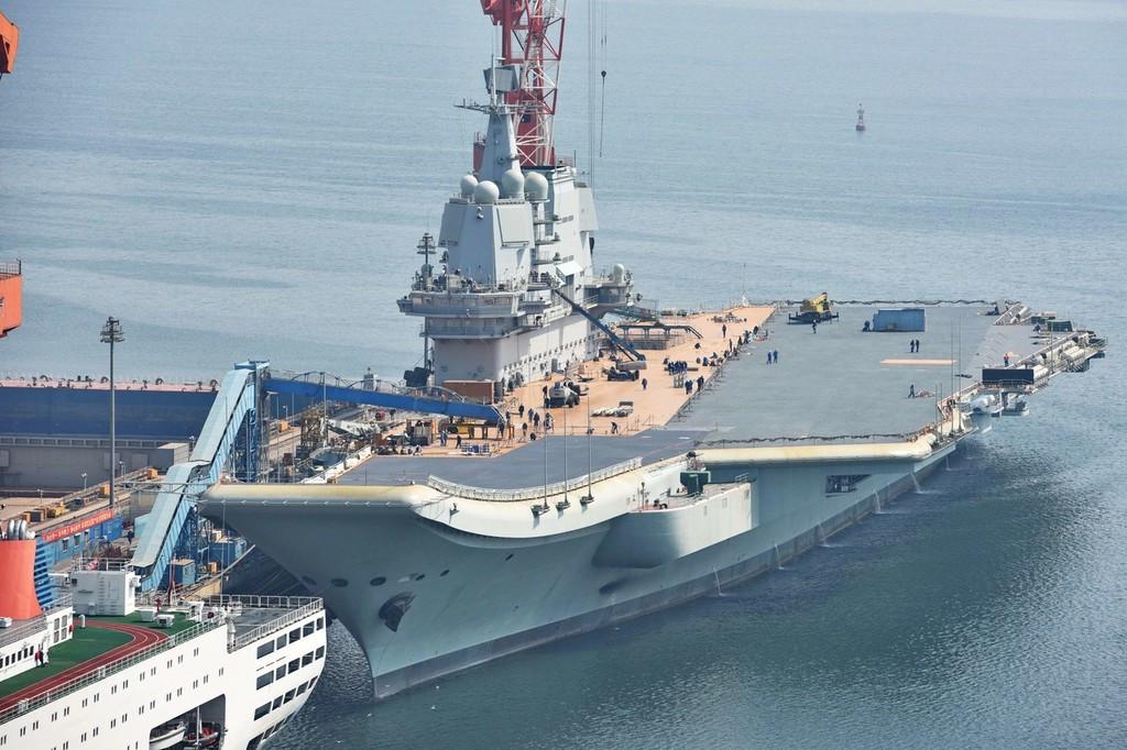 国产航母飞行甲板涂装贯通,舰岛脚手架全部拆除