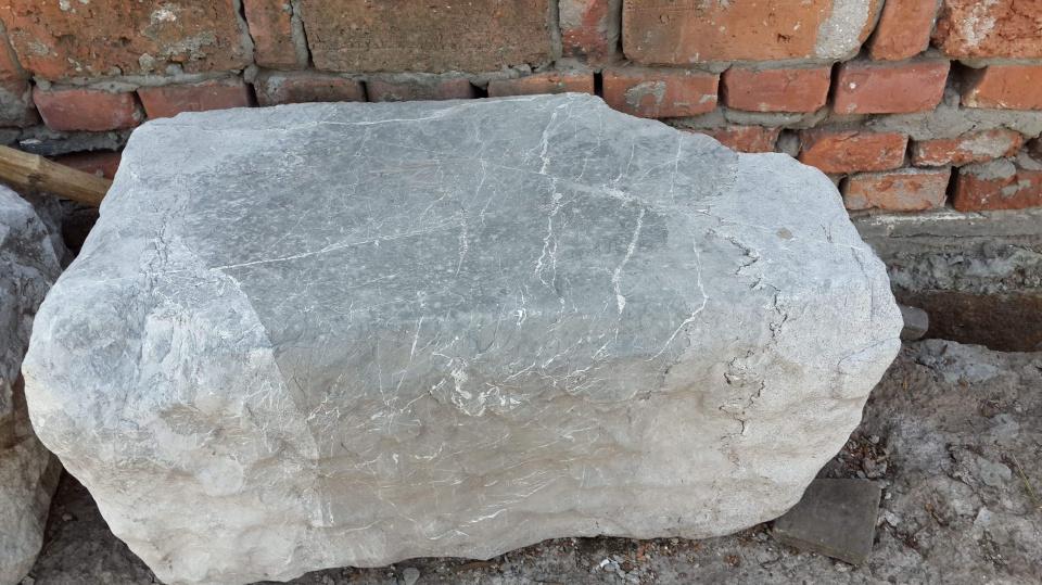 """在农村,常有人找农民买""""石头"""",价格还挺高,这里面有啥猫腻?"""