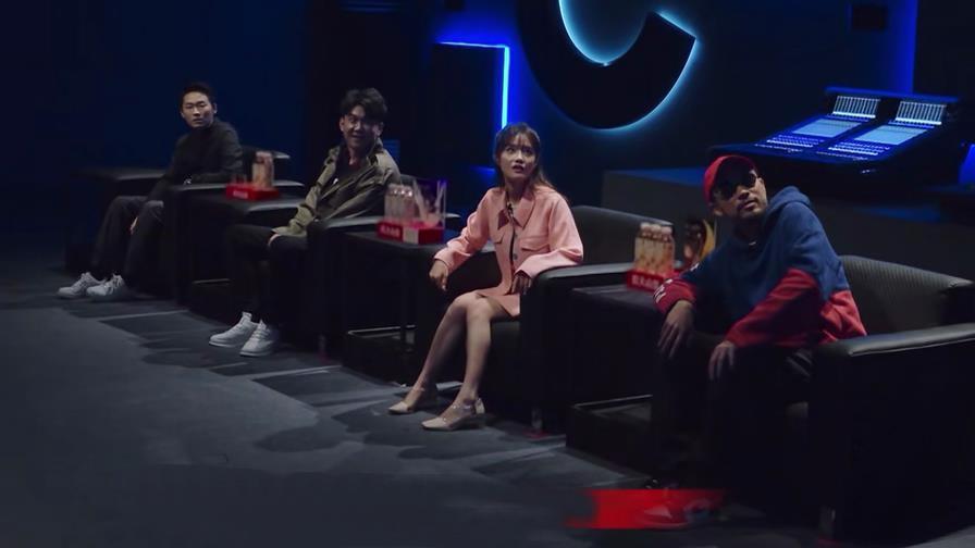 《我是唱作人》首播获好评,王源很刚超圈粉,梁博高冷惹争议