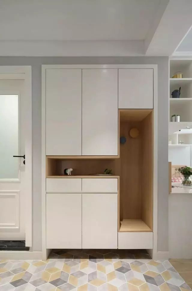 靓丽的北欧小两居,儿童房榻榻米+衣柜+书桌的设计很赞,唯美又浪漫!