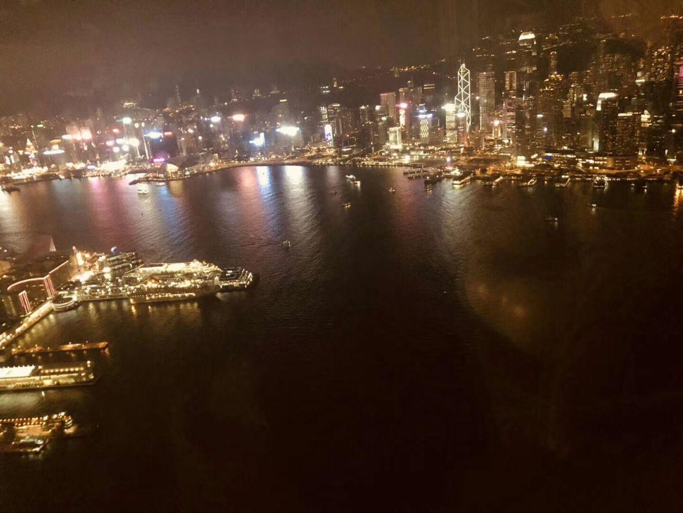 上海经济总量位居国内第几名_上海夜景