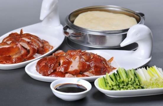 北京烤鴨與廣東燒鴨有何區別?不僅僅是味道不同,還是行家看得透
