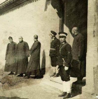 日军假扮八路军进村,村长设宴款待,只因不吃一物,日军被全歼