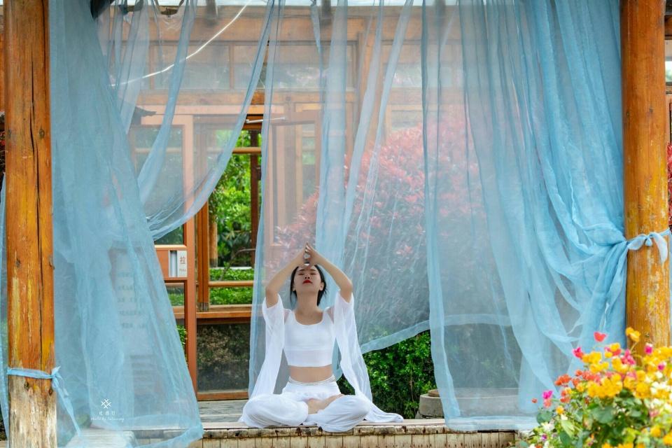 带着瑜伽去旅行伽人相约临沂智圣汤泉!