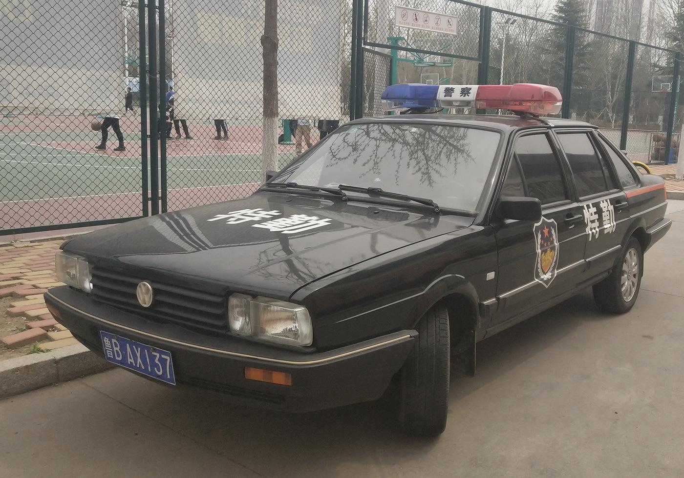 山东青岛:便装警车上街 搞蒙市民