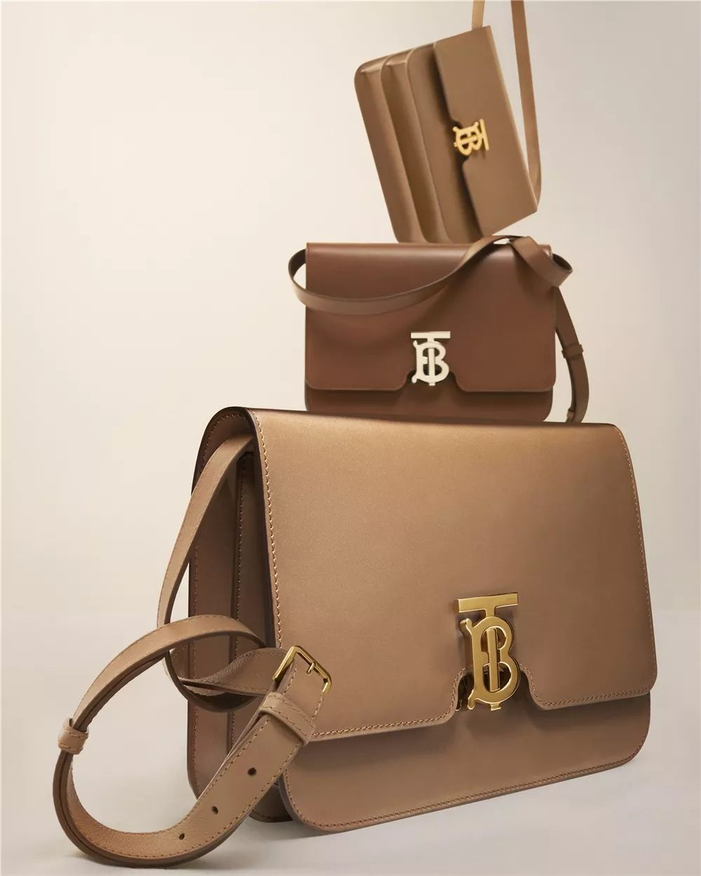 burberry的新包怎么背好看 赵薇 周冬雨 宋威龙 窦骁告诉你