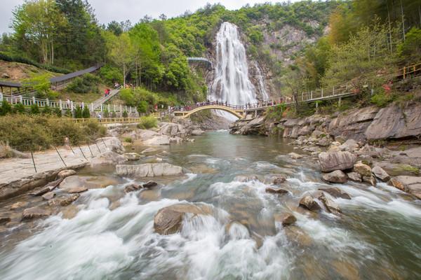 中国最美的瀑布,高80米,超越黄果树瀑布