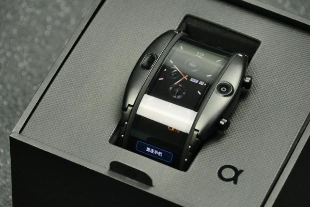 彻底打破传统手机交互逻辑,努比亚阿尔法柔屏腕机享0元购机优惠