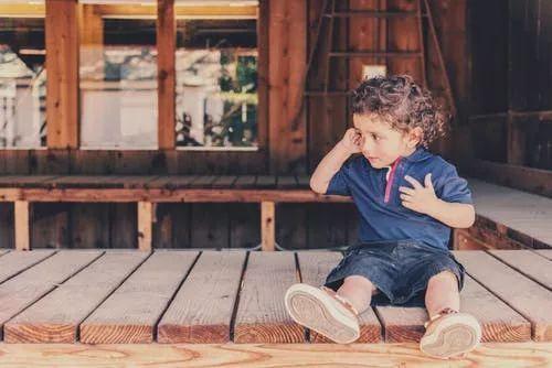 让孩子认错前,先给孩子说话的机会。