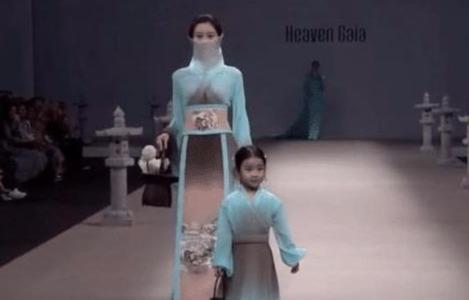 中国再次惊艳巴黎时装周,美轮美奂的汉服,外国人挪不开眼睛