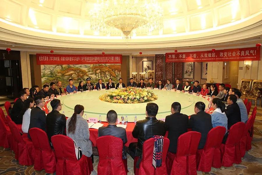《关于坚持和发展中国特色社会主义的几个问题》座谈会在西安举行