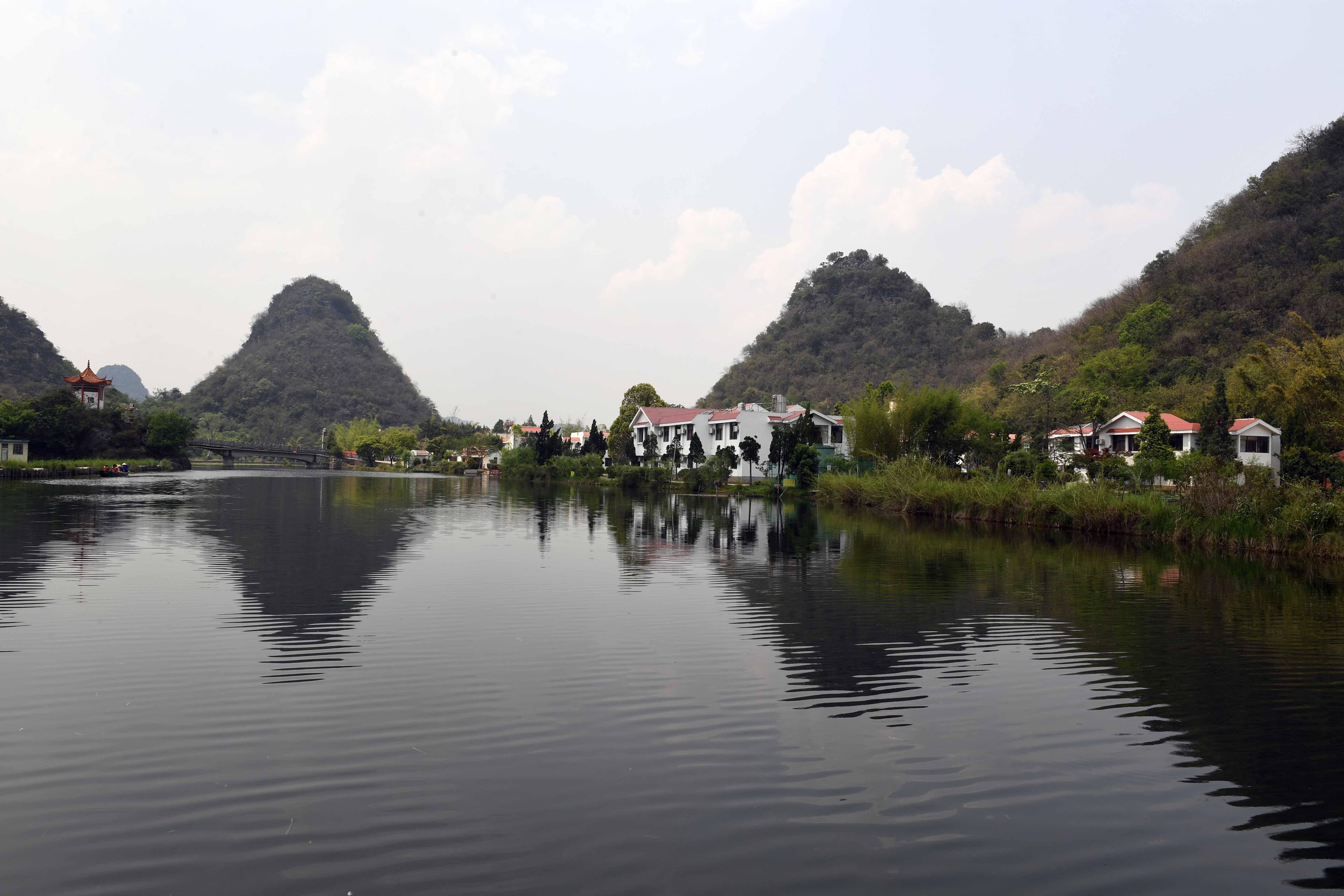 云南丘北:山水秀美画中游