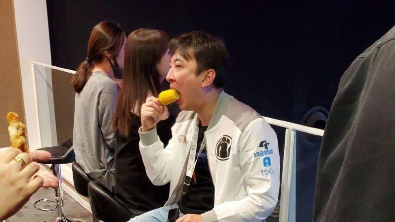 王思聪吃相再次火爆:只是这会目标换成了玉米