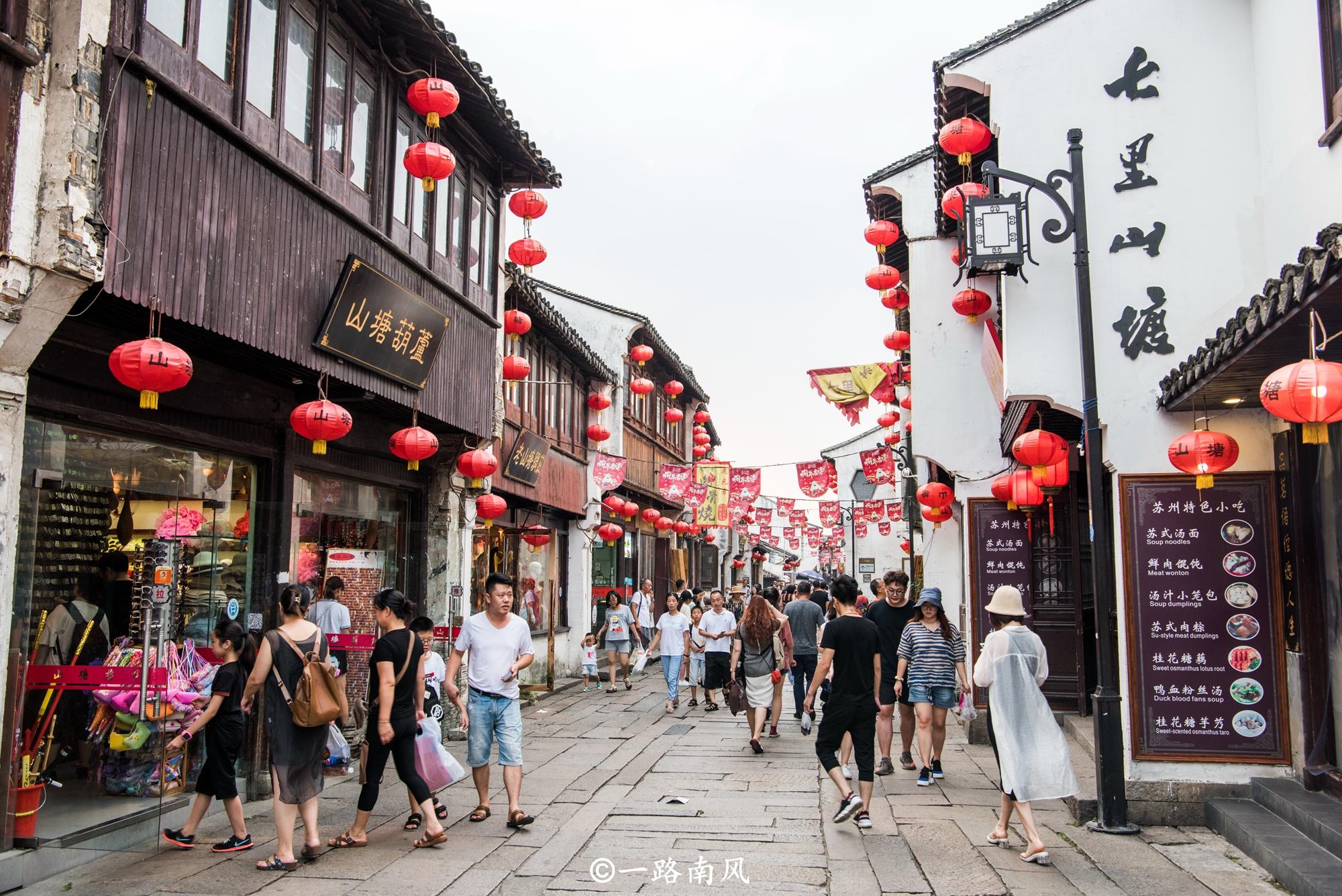 這條街道一共七里,美似周莊同里,不收門票游人眾多!
