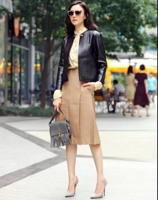 时尚博主宋佳这回掉坑了,黑色套装硬是把身材穿出三段的即视感! 时尚头条 第4张