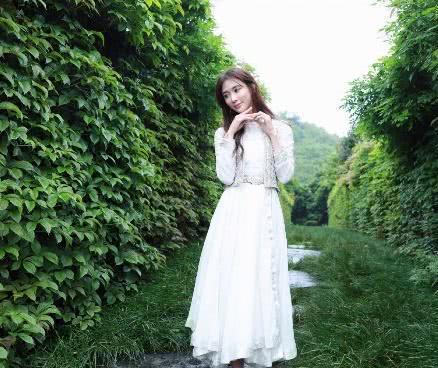 45岁林志玲少女感十足,穿衣依然走性感可爱路线,网友:不违和