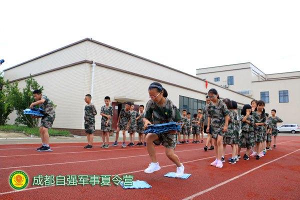 成都高新区自强夏令营历练孩子军人素养