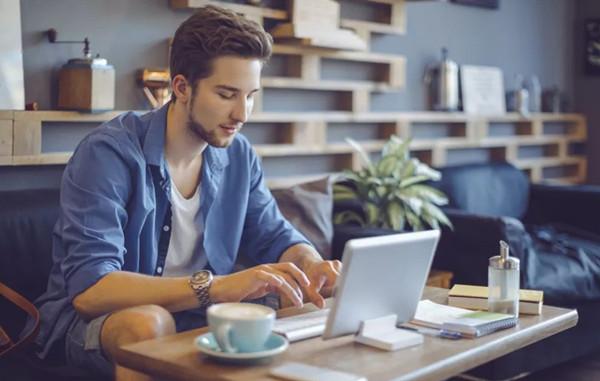 普通人在稳定工作和自由职业之间,究竟该如何抉择?