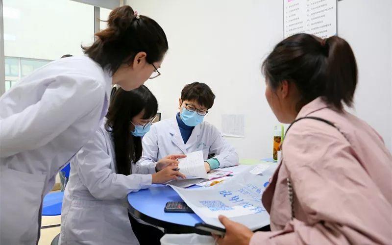 京沈合作实惠多——矮小症患儿在辽宁省儿童医院守候,北京专家上门
