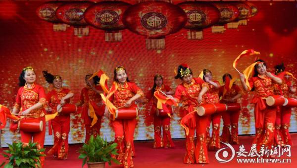 荷塘镇新时代乡村业余文艺宣传队成立并举行首场汇报演出