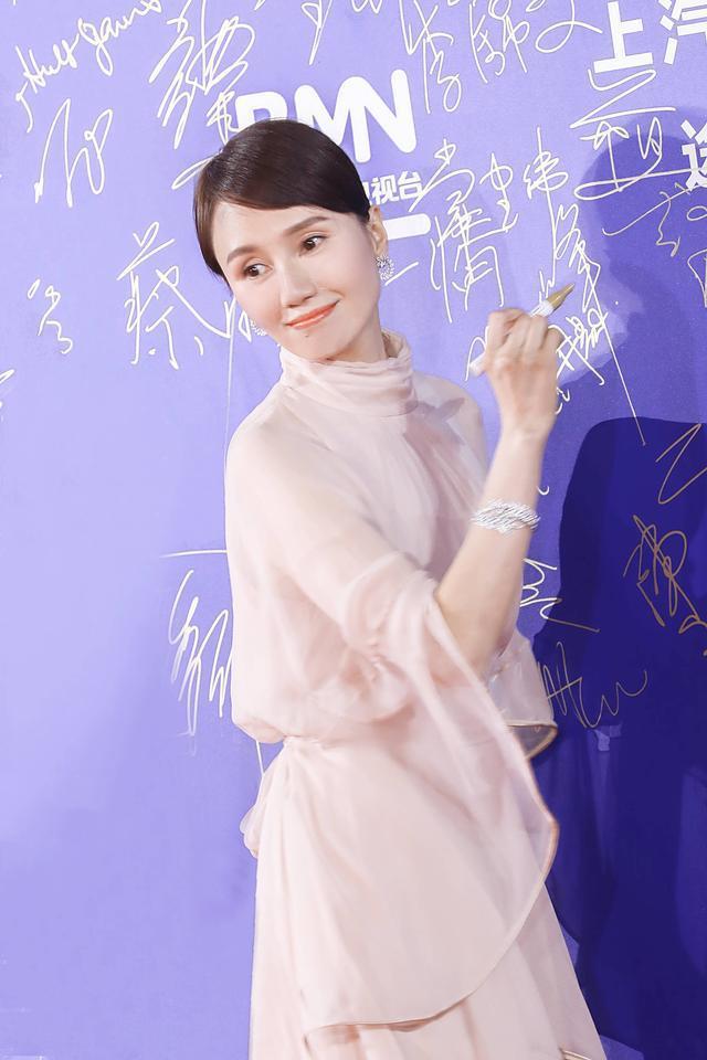 袁泉长的不算美,但气质很高级,就她有这个本领!