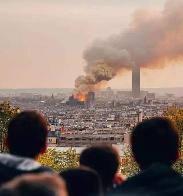 巴黎圣母院突发大火,标志性塔尖倒塌!而这些中国的百年古迹也正