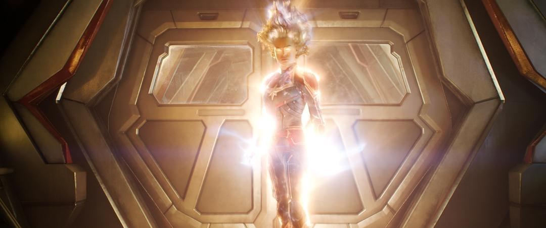 复联4采访,雷神土味情话表白惊奇队长,女神回应让锤哥无语