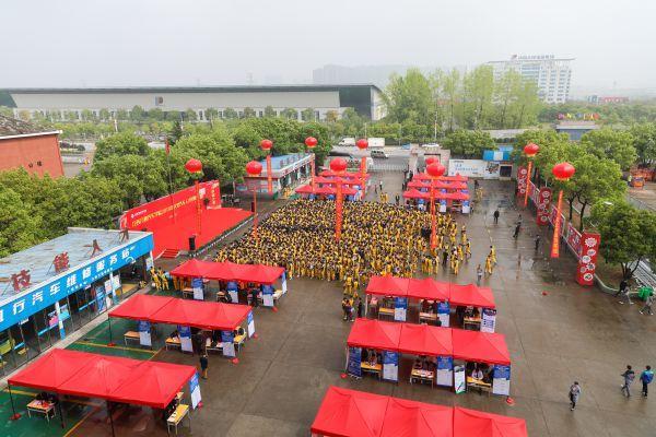 江西万通汽车学院2019春季汽车人才供需洽谈会盛大举行