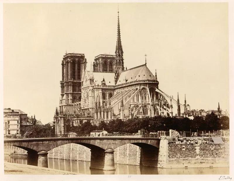 巴黎圣母院的历史变迁和劫难