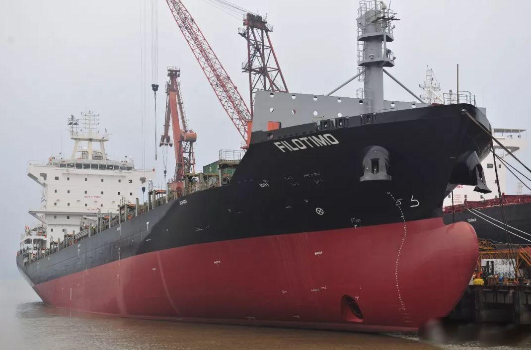 扬子江一船交付,一船下水,一船搭载